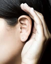 ouvindo atento